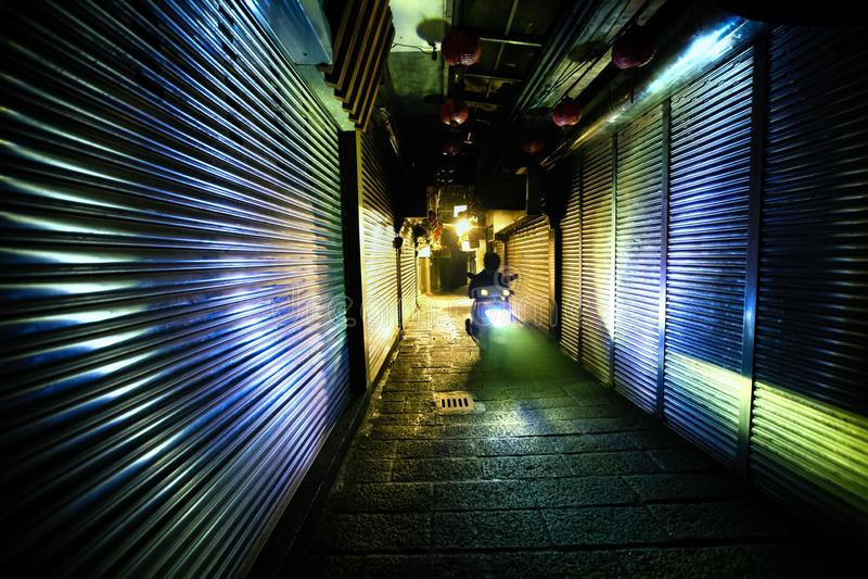 Nattplatsbild av den Jiufen gatan, Taiwan, efter arbetstid royaltyfria bilder