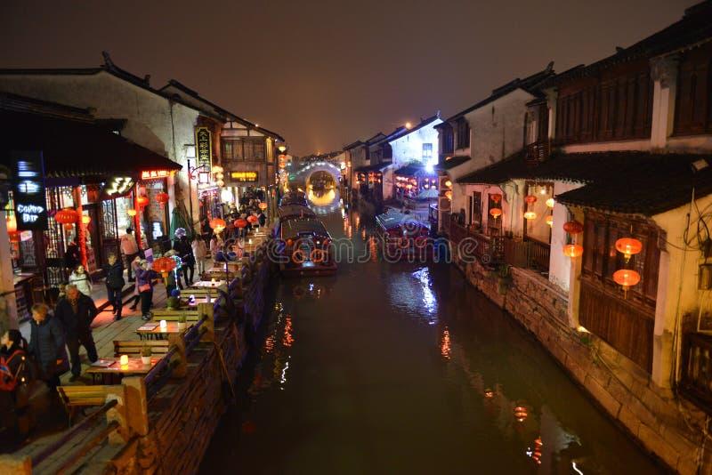 Nattplatsen av den Shantang gatan Sju-Li Shantang i Suzhou, Jiangsu, Kina arkivbilder
