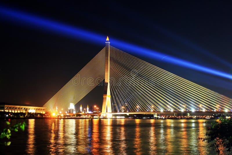 Nattplatsen på den Praram 8 bron är en av den bästa nattplatsen i Thailand royaltyfria foton