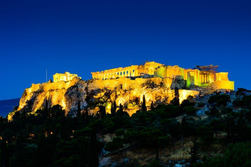 Nattplatser av akropolen och parthenonen royaltyfria foton
