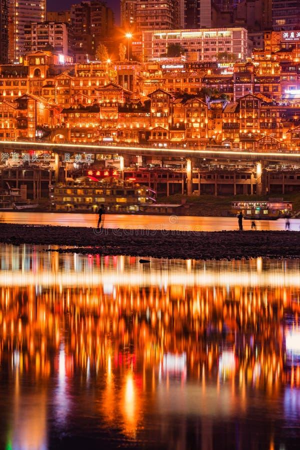 Nattplatser av en härlig kinesarkitektur för traditionell stil royaltyfri fotografi