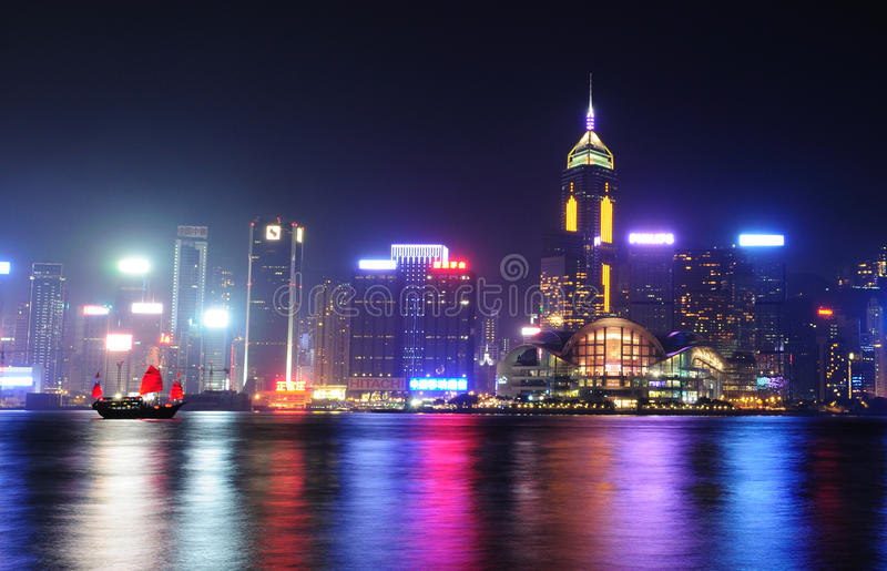 Nattplatser av Hong Kong på den Victoria hamnen royaltyfria foton