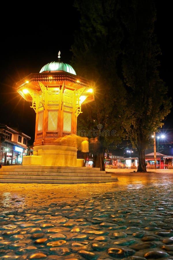 nattsarajevo för fount historisk plats royaltyfria foton