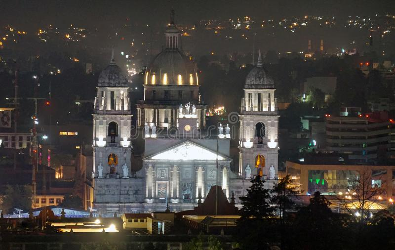 Nattscen i Toluca mexico cathedral royaltyfri bild