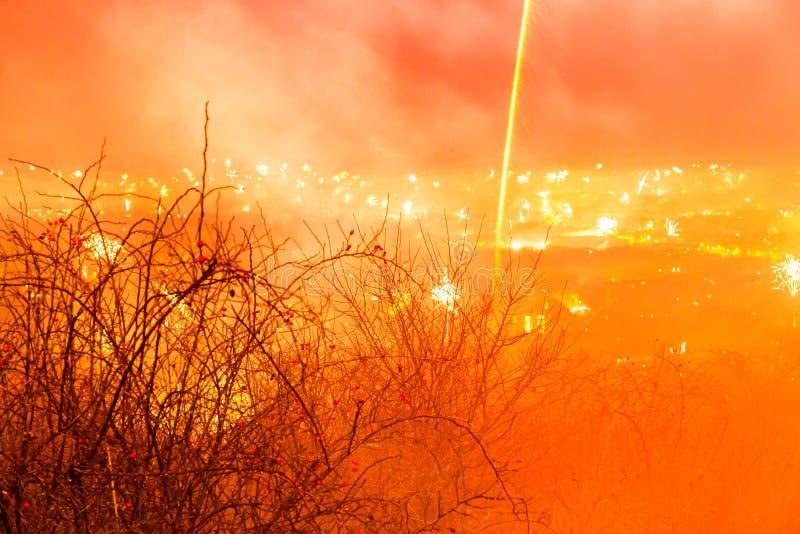 Nattscenen i Aachen am Haarberg i nyår 2020 royaltyfri foto