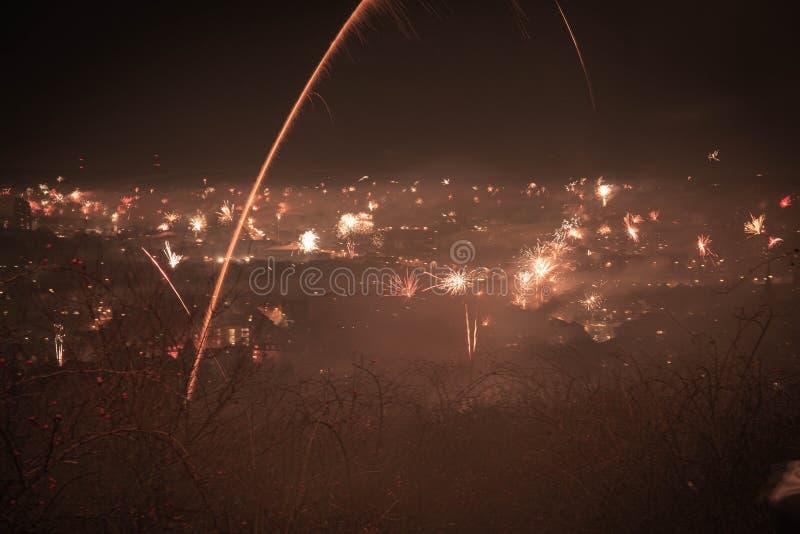 Nattscenen i Aachen am Haarberg i nyår 2020 royaltyfria foton