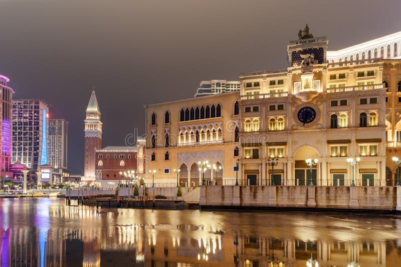 Nattsikt av byggnad i Venetian stil i Cotai, Macao royaltyfria bilder