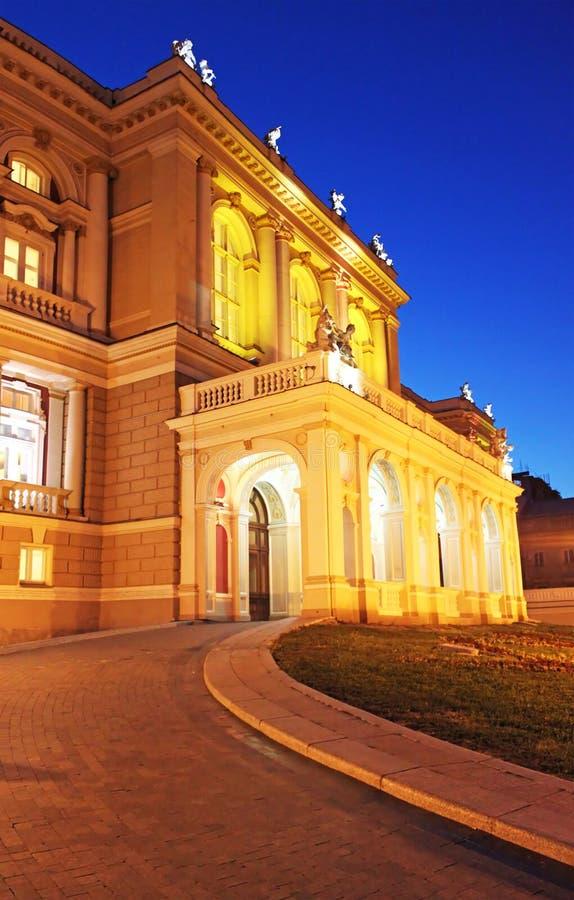 Nattsikt av delen av operahuset arkivbild
