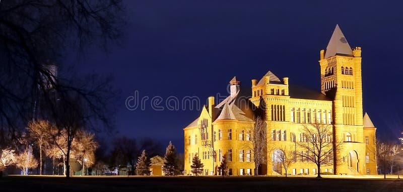 Nattsikt av den berömda Westminster slotten på Westminster, Colorado royaltyfria bilder