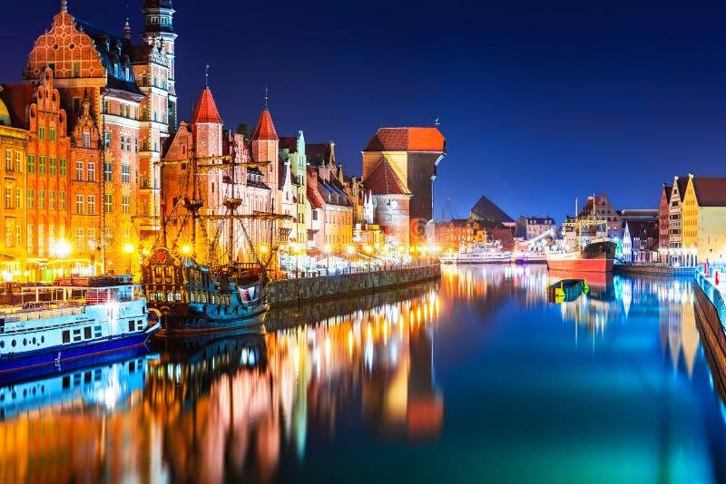 Nattsikt av den gamla staden av Gdansk, Polen arkivfoto