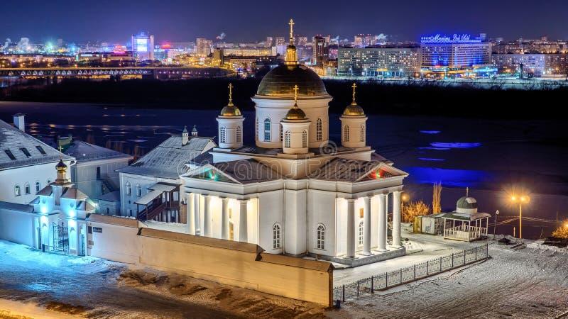 Nattsikt av den härliga orthdoxkyrkan i Nizhny Novgorod royaltyfri fotografi
