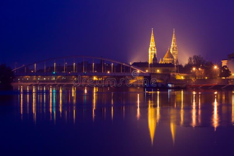 Nattsikt av den Szeged staden i Ungern royaltyfri bild
