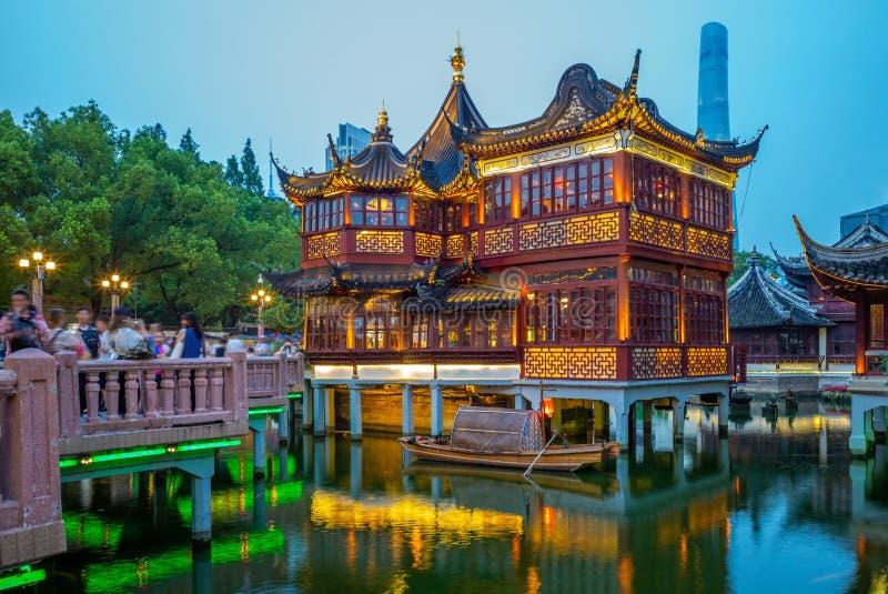 Nattsikt av den yu yuanträdgården i shanghai, porslin royaltyfria bilder