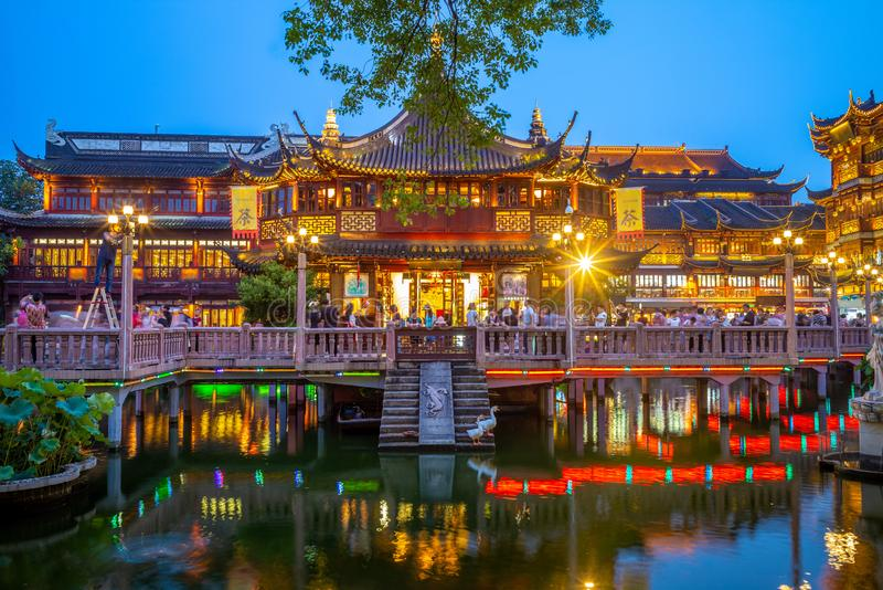 Nattsikt av den yu yuanträdgården i shanghai, porslin fotografering för bildbyråer