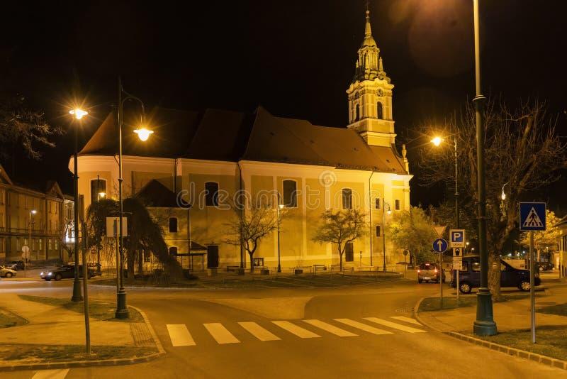nattsikt av fyrkanten i Szekszard, Ungern royaltyfria bilder
