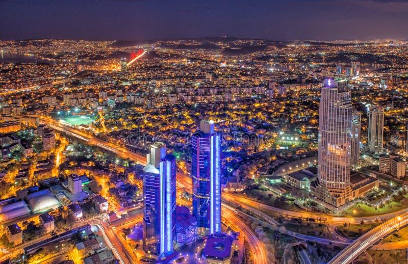 Nattsikt av moderna Istanbul royaltyfri foto