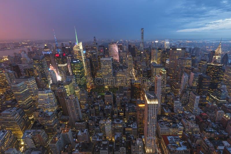 Nattsikt av New York City som sett från däcket för Rockefeller mittobservation New York City USA royaltyfri foto