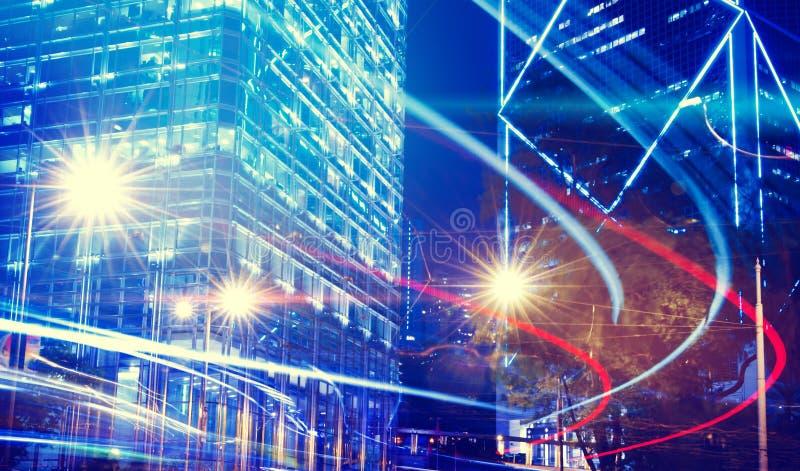 Nattsikt av oskarpa ljus i ett stadsbegrepp royaltyfri foto