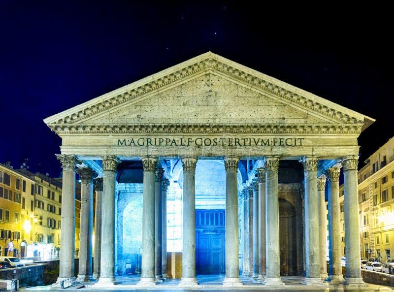 Nattsikt av panteon i Rome fotografering för bildbyråer