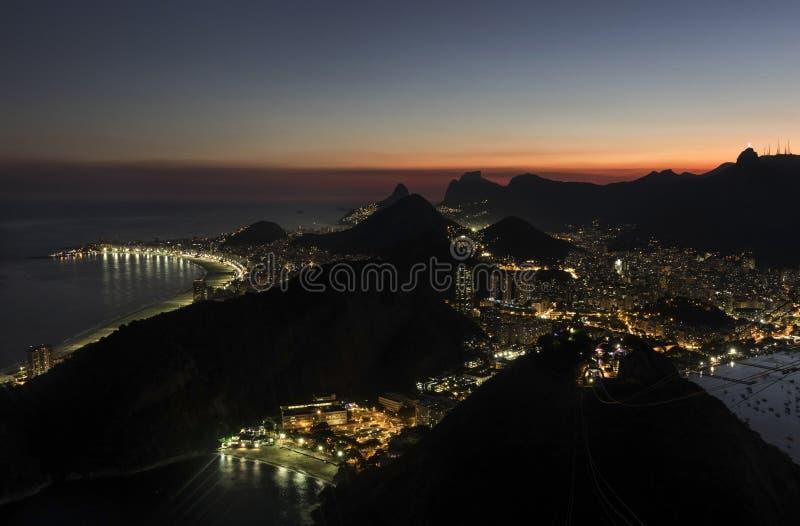 Nattsikt av Rio de Janeiro från Sugar Loaf Mountain fotografering för bildbyråer