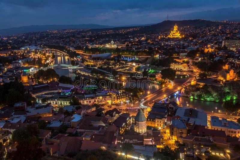 Nattsikt av Tbilisi, huvudstaden av Georgia royaltyfri foto