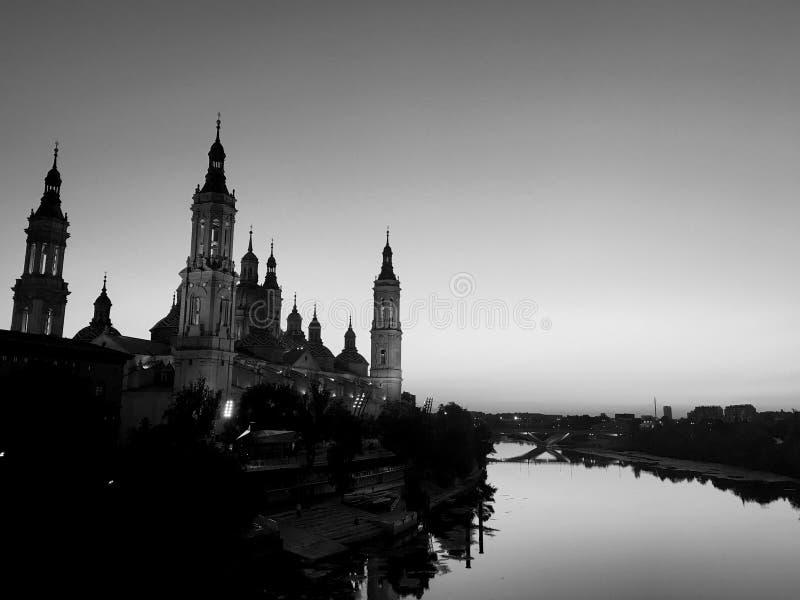 Nattsikt av Zaragoza royaltyfria foton