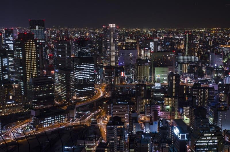 Nattsikt på Osaka Japan, på överkanten av Umeda himmelbyggnad arkivbild
