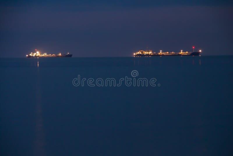 Nattskepp i havet royaltyfri foto