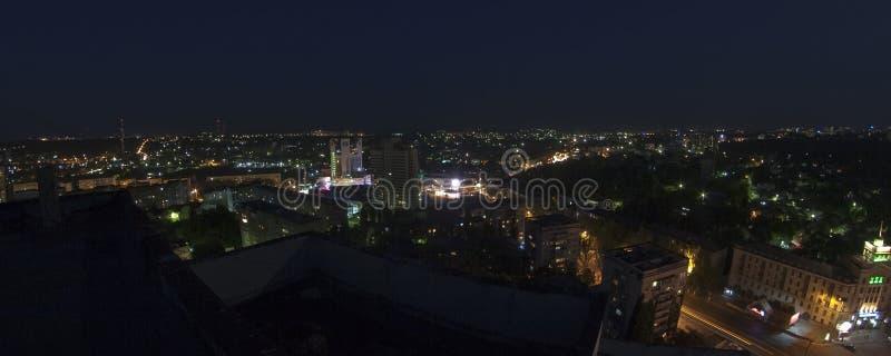 Nattstad arkivbild