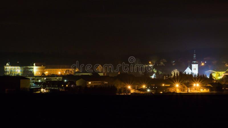Nattstaden Krizanov i tjeckisk Skotska högländerna arkivfoto