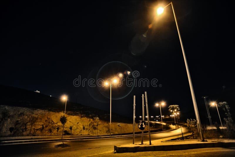 nattstreetlights royaltyfria bilder