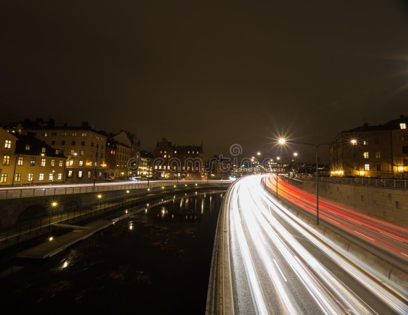 Natttrafik i Stockholm sweden 05 11 2015 fotografering för bildbyråer