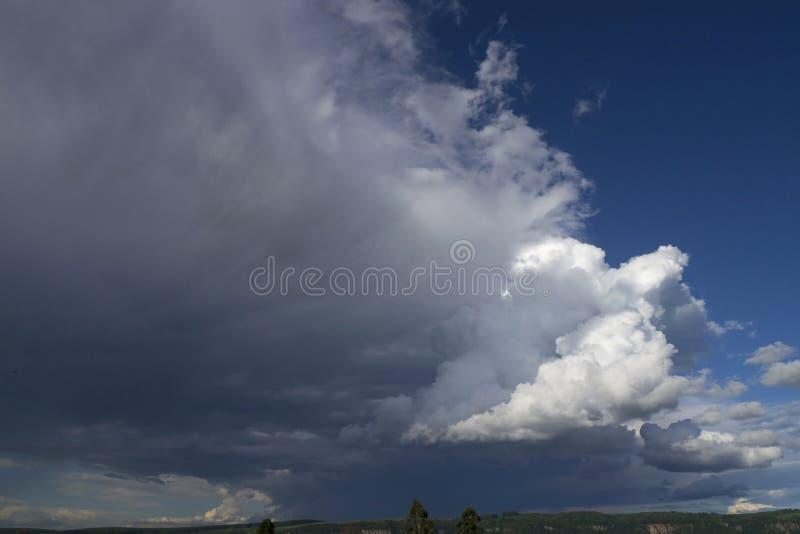 Natur för bakgrunder för Cloudscape himmelmoln blå arkivbild