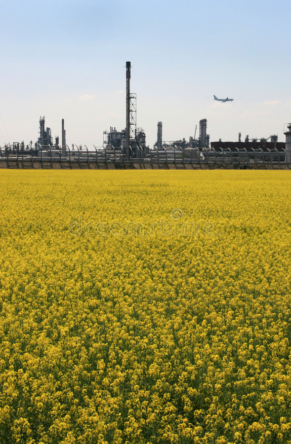 Natur gegen Industrie 2 stockbild