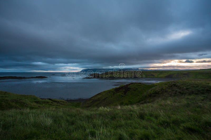 Natur und Sonnenuntergang Islandic, auf der Straße lizenzfreies stockbild