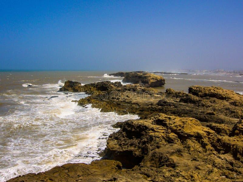 Natura del paesaggio dell'oceano di essaouira del Marocco immagine stock