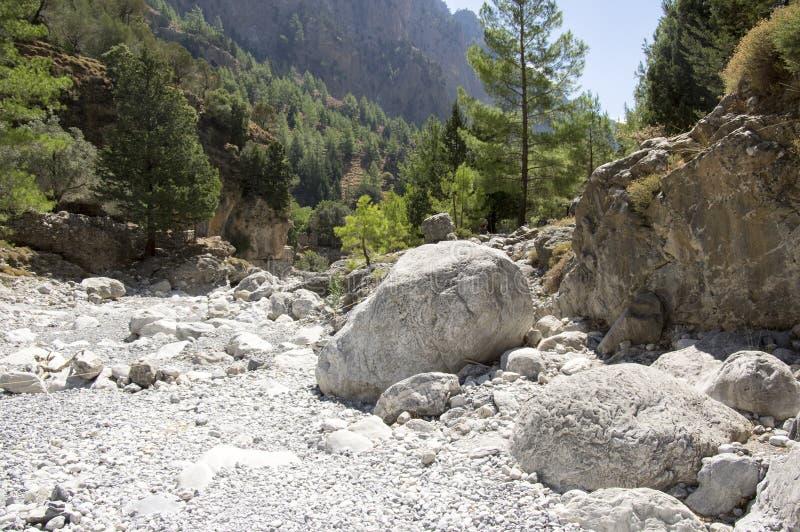 Natura dell'isola di Creta, giorno di estate soleggiato, modo di pietra immagini stock libere da diritti