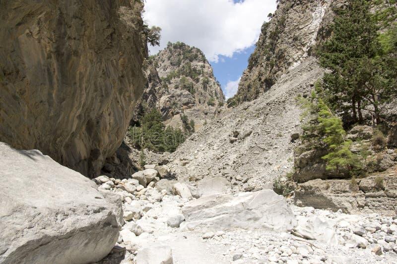 Natura dell'isola di Creta, giorno di estate soleggiato, modo di pietra immagini stock