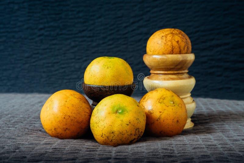 Natura morta arancio con luce naturale immagini stock libere da diritti