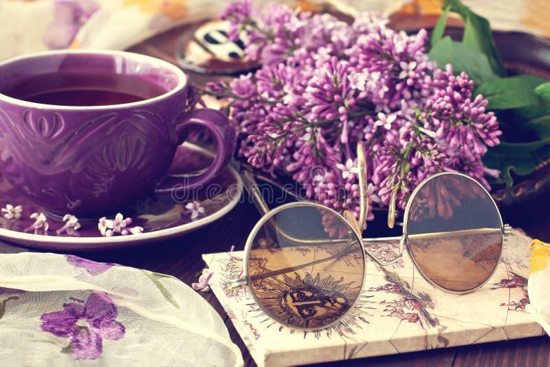 Natura morta con i fiori lilla immagine stock libera da diritti