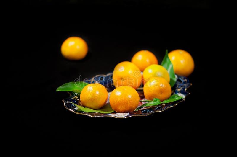 Natura morta con i mandarini su un piatto fotografia stock libera da diritti