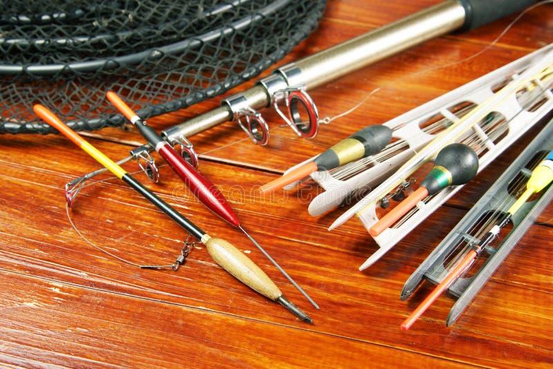 Natura morta con i vari galleggianti di pesca e una filatura fotografia stock