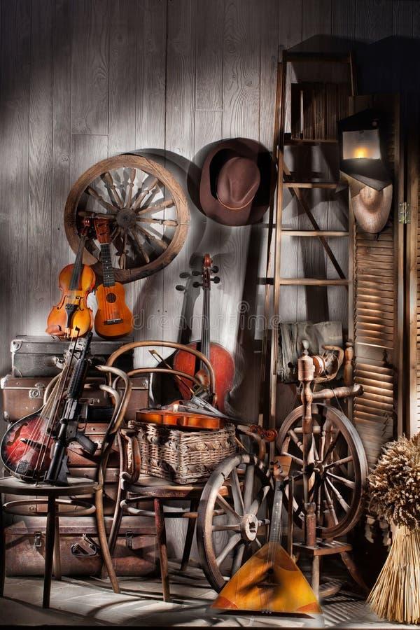 Natura morta con i vecchi strumenti musicali fotografia stock