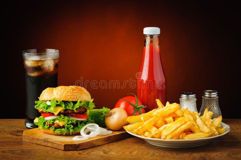 Natura morta con il menu dell'hamburger fotografia stock libera da diritti