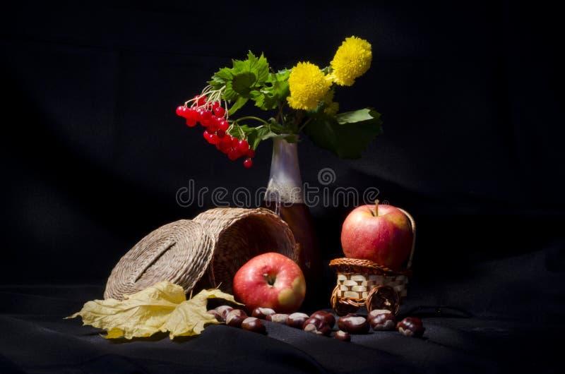 Natura morta con la frutta ed i fiori di autunno for Fiori con la p
