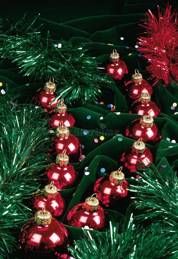 Natura morta con le palle rosse di Natale fotografie stock libere da diritti