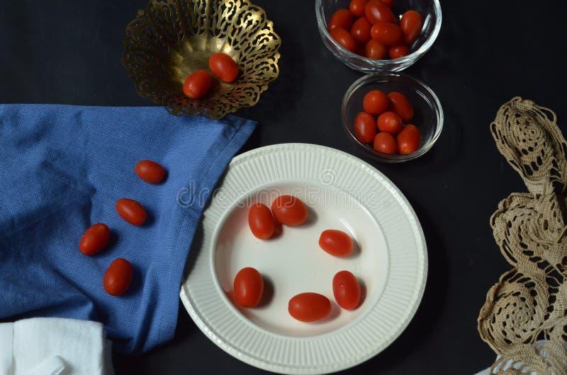 Natura morta dei pomodori dell'uva fotografia stock
