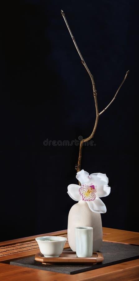 Natura morta del tè con l'orchidea fotografia stock