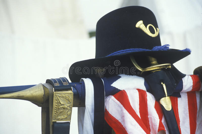 Natura morta dell'uniforme e della bandiera americana dal sito della battaglia di Manassas, inizio di segno della guerra civile immagini stock