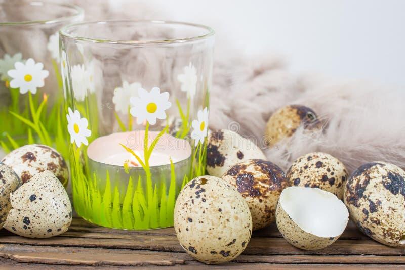 Natura morta della primavera con le uova di quaglia fotografia stock libera da diritti